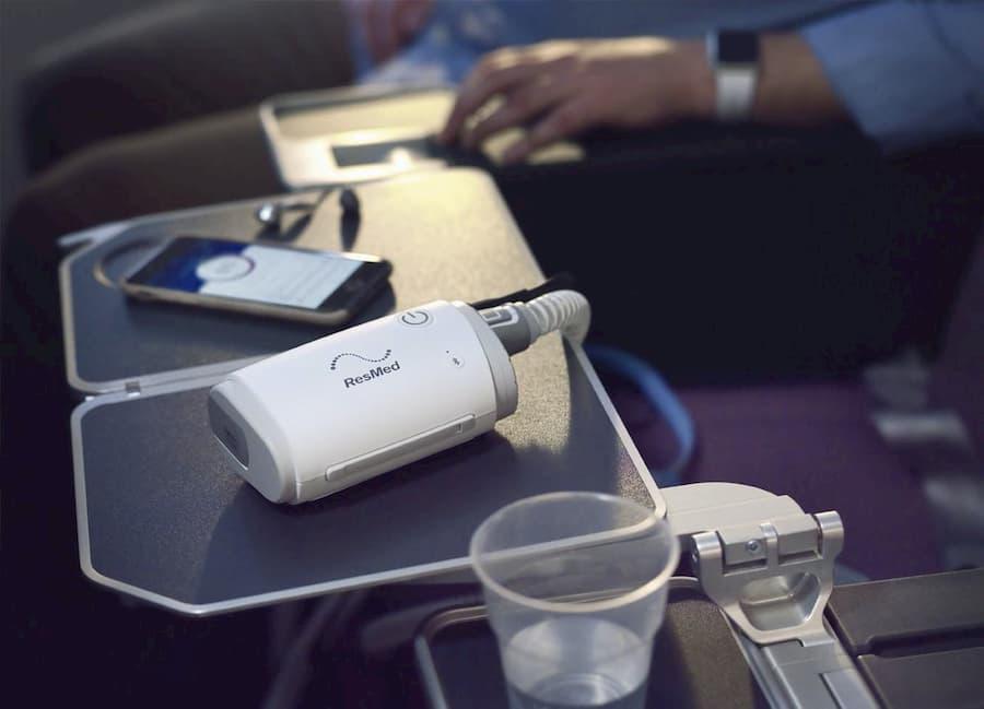 resmed-airmini-travel-plane.jpg